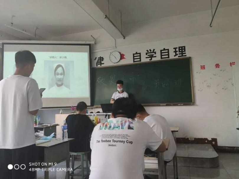 """学院学生处组织召开""""敬畏生命  奋勇前进""""主题班会"""