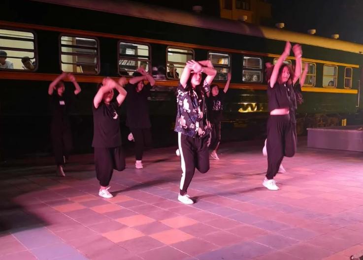 """同文学院""""火车广场音乐节""""活动(之二)"""
